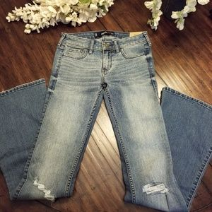 NWT HOLLISTER Flare Jeans Size 0 / 24